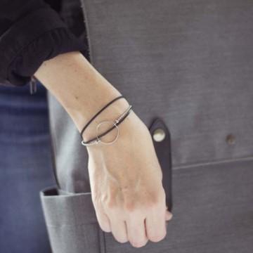 bracelet caoutchouc, anneau et chaîne argent