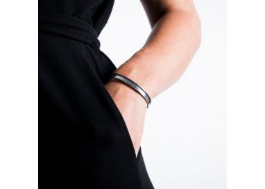 Bracelet jonc argenté porté