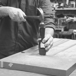 Nos artisans ont du talent !  Nos accessoires sont fabriqués dans un atelier de maroquinerie situé près de Lille. Nos matières upcyclées apportent de la modernité à un savoir-faire artisanal.  #saintlazarefrance #upcycling #artisanat #savoirfairefrançais #creationartisanale #ceinturevegan #maroquinerie #modedurable