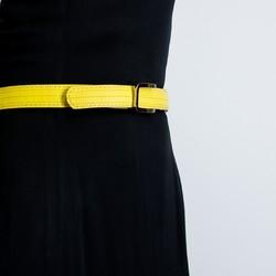 La fête des mères approche... Envie d'offrir un cadeau : ✔Original ✔Durable ✔Local  Et pourquoi pas une ceinture fabriquée à partir d'une lance à incendie ?  Cette ceinture est fabriquée dans un atelier de maroquinerie près de Lille. Elle existe en plusieurs couleurs (bleu, noir, rouge brique, orange ou jaune) et se porte aussi bien avec un pantalon, qu'une robe. Sa boucle amovible lui permet d'interchanger les couleurs de la ceinture.  Nous emballons la ceinture dans un joli pochon et offrons la livraison en France.  #saintlazarefrance #fetedesmeres #ideecadeau #cadeauresponsable #modedurable #upcycling #zerodechet #ceinture #cadeaufemme #slowfashion #modeethique #cadeau